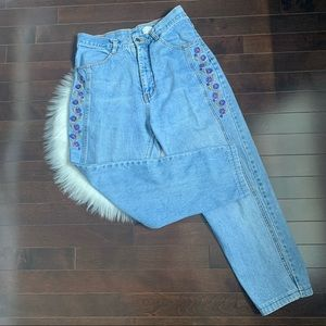Vintage floral embroidered high waisted crop jeans
